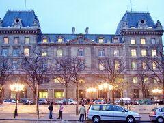 12/29 17:12  パリ警視庁 Prefecture de Police de Paris。