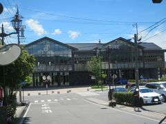 中軽井沢駅に着きます。  小生が高校卒業するまでスケートをするためによく利用した駅です。