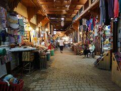 スーク内の生活品を売る店の集まる場所