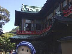 箱根湯本駅から、宮ノ下までバスでやって来ました。 ホテル前停留所で降りて、いよいよ富士屋ホテルです!ワクワク!!!