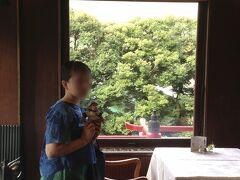 4時からの、ホテル見学ツアーに参加しました。 外国からのお客様の為のホテルのメインダイニング<ザ・フジヤ> 日光東照宮等をお手本に、日本らしい趣向を凝らしているんだそうです!