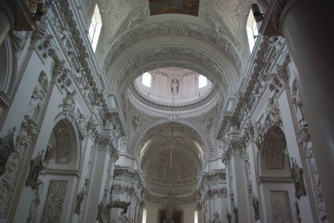 聖ペテロ & パウロ (ペトロ イル ポヴィロ)教会