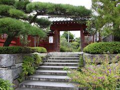 大巧寺 鎌倉駅から直ぐにある裏門  ここは、いつも庭の花を楽しませてもらえます。