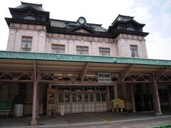 門司港駅です。駅前からレンタサイクルを借りて出発です。