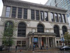 ランドルフ駅からミレニアムパークへ行く途中にあるシカゴ・カルチュラル・センター。  シカゴ最初の図書館として使用されてきた建物だそうですが、現在は、この中にインフォメーションセンターが入っており、日本語の観光地図を頂きました。