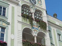 トラム乗り場から市庁舎に戻ってきたらちょうど10時 ここの時計台に組鐘が時を告げていた。