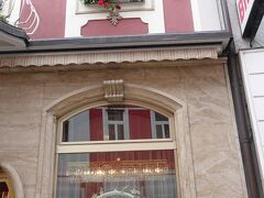 で、ここで有名なのがカフェツアウナーという皇室御用達の菓子店。