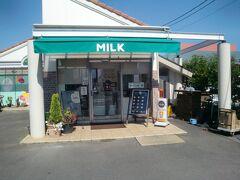 MILK。  http://www.milkweb.jp/  福岡が本拠のチェーン店でクレープが美味しい店との評判です。