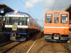 出雲大社駅からは青い電車 川跡駅で オレンジ電車に乗換え。  トコトコ約1時間かけて 松江しんじ湖温泉駅まで移動します。 車窓からは 帽子のような出雲ドーム、 宍道湖がみることができました