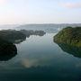 早速伊江島に渡るべく本部港へ・・・とその前に昨日も行った古宇利大橋に向かいます。せっかくここまで来ているので晴れた日の写真も収めておきたいと思ったので。ということで途中のワルミ大橋にて。