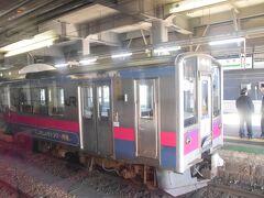 奥羽本線開業110周年記念のラッピングトレイン