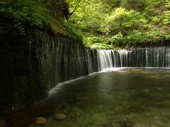 軽井沢での用件は午後からでしたが、早めに軽井沢入りし、松本の仕事仲間の方に白糸の滝を案内していただきました。彼は私が滝メグラーということは知りませんので、白糸の滝は初めてのふりをしていました。いつものことながら白糸の滝は多くの観光客で賑っていました。