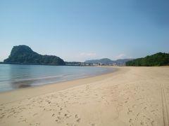 前浜海水浴場へ移動して、海を眺めながらハンバーガーを頂きます。  美して静かな砂浜です。