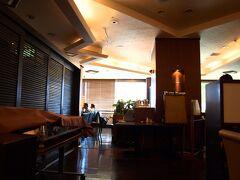 中のレストランでランチタイム。( http://www.tokyuhotels.co.jp/ja/hotel/TR/TR_MATUM/restaurant/index.html#contents_top )   満席状態で人気があるようです。