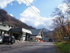到着〜 昔は鉛川温泉と呼ばれ鉱山の温泉で、1975年に町で新たに温泉を掘って町営温泉を建設したらしい。 おぼこ荘とは、、へんな名前だけど、鉛川上流にある雄鉾(おぼこ)岳に由来とのこと