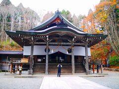 戸隠神社の中でも中社に行ってきました。 奥社はここからしばらく歩くみたい。