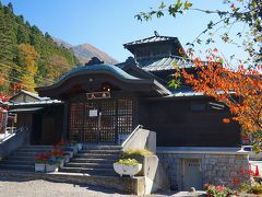 最初の立ち寄り湯「大湯」に到着。 風情があって趣もあります。 湯田中温泉よりも山田温泉は、観光客向けな感じがします。