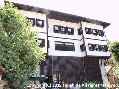 カイマカムラル・エヴィ(Kaymakamlar Gezi Evi)  サフランボル兵舎長のハジュ・メフメット・エフェンディ(Hacı Mehmet Efendi)が19世紀初頭に建てた民家です。彼は中佐(Kaim-Makam)だったことからとカイマカムラル(Kaymakamlar)の家呼ばれています。   カイマカムラル・エヴィ:http://safranboluturizm.gov.tr/page.asp?ctg=2&id=9