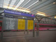 途中の停車駅は、アントワープ、ロッテルダム、スキポール空港の3駅。  乗り込んだ時は、ほぼ満席でしたが、駅に停車するたびに2割くらいずつお客が下車していきました。