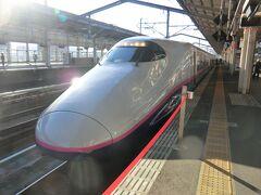 私が乗っている、やまびこ201号です。  JR東日本の新幹線車両として最古参のE2系新幹線電車‥平成9年にデビューしました。 営業最高速度は275キロ!です。