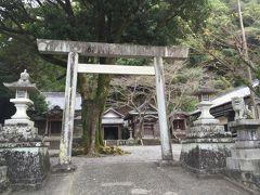 海山郵便局向かいにある引本神社。