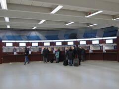 2014/11/28 ヘルシンキ西港ターミナル  正面は、チケット売り場です・・・