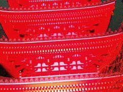 当日のチケットがあり、時間内であれば何軒でも回れるとのことなので、近くの東長寺に行きました。真っ赤な5重の塔が印象的でした。