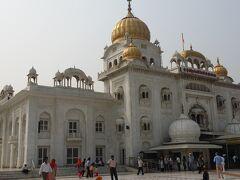 続いてコンノートプレイスにあるGurudwara Bangla Sahibへ オールドデリーより広くて豪華なGurudwaraで 大理石とゴールドの装飾に圧倒されます。