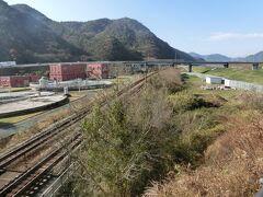 清水トンネルを抜けて、和気駅迄来ました。 7-8km。 跨線橋からJR山陽本線です。 唯一大きな町です。