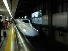 東海道新幹線【ひかり号】で【豊橋駅】を目指します。ぴょんさんは東京駅から、たかぢと私けんいちは品川駅から乗り込み合流します。