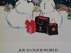 ギャラリアにはクリスマスらしいポスターが飾ってありました。