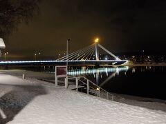 観光名所・きこりの橋です この時期は1日中日が昇らない極夜だったので、ずっと薄暗いです これで朝の8時くらい