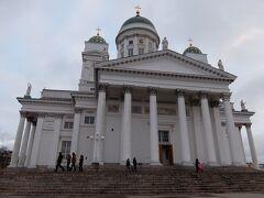 【ヘルシンキ大聖堂】 昼食後はトラムに乗り、ヘルシンキ大聖堂へ