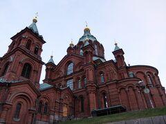 【ウスペンスキー寺院】 ロシア正教の教会ということで、多少趣の違う建物でした