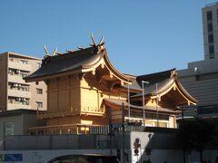 """ランチ後、食後の運動になるといいなぁ〜と思いつつ、三か所目の神社 """"松島神社""""を目指して歩きます。 途中の交差点から、建て替え中の水天宮が見えました♪ 立派な建物だなぁ〜!"""