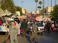 旧市街の中心部に近づくと、かなりの人混み。