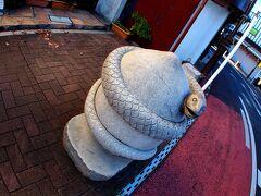 【成田山新勝寺の素敵な門前町徘徊】  この街には「干支」を模した作品が道沿いに沢山、置かれています。こういうの見たら外国人らは喜びそうぉ?。