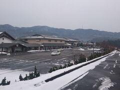 16:45 宿到着 【亀嵩温泉 玉峰山荘】  途中、ナビに旧道を案内され、細い道を残雪残る中、走ってきました。