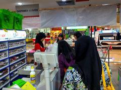 「プラザ・スラバヤ」の中にある「Super Indo」で買い出し。