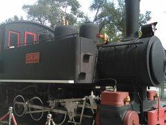 台北駅前の機関車の展示物