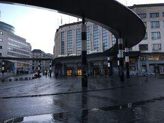 ホテルで朝食 予定よりも一本早い電車に乗れそうでブリュッセル中央駅に向かいました。  今日は雨は上がり晴れるとの天気予報でした。  朝食の時、ホテルのレストランは誰もいなくて独りきりの食事になりました。 ここのレストランはクロアッサンが美味しかったです。