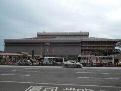 朝ご飯の前に、ホテルを一周した際、駅の全景を写したもの  コンビニは、日本以上に多く、ホテルの裏側にはセブンイレブン、ファミマなどが何軒もあり、昨晩行った店は無駄に遠かったことが判りました。