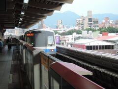 士林駅は地上です。  乗車時間は10分ほど、料金は16圓でした。