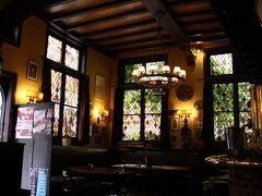 アントワープで最も古いカフェだそうです。素敵なインテリア。