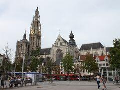 フルン広場 Groenplaats ここにあるフリッツ屋さんに毎回行ってしまいます。かりっとほくっとしておやつにちょうどいいんです。