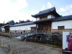 三日月藩乃井野陣屋館  陣屋とは天守閣を持たないその地のトップの住んでいた所及び役所を兼ね備えた所。   飛騨高山の陣屋が有名ですが、あちこちに有ったようです。