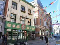 ルーヴェンのビールは14世紀からの歴史があるそうです。  BROUWHUIS DOMUS 「ドムス醸造所」直営のカフェ。