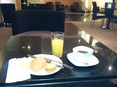 コスタリカの首都、サンホセのファン・サンタマリア国際空港を8:46にコパ航空で出発するが、その前にコパ航空のラウンジで朝食をとる。