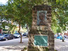 聖ホセマリア・エスクリヴァ像 San Josemaria Escriva。1902年にスペインに生まれ、1975年にローマで死去した聖人。映画ダヴィンチコードでも取り上げられたオプスデイの創設者でもある。