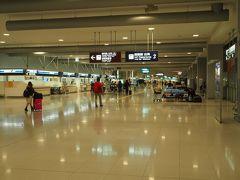 京都駅で食事をしたり、お土産を物色したりして、行きと同じく京都アクセスきっぷを使用して23時ごろに関西空港に到着しました。  今夜はここで一夜を明かします。